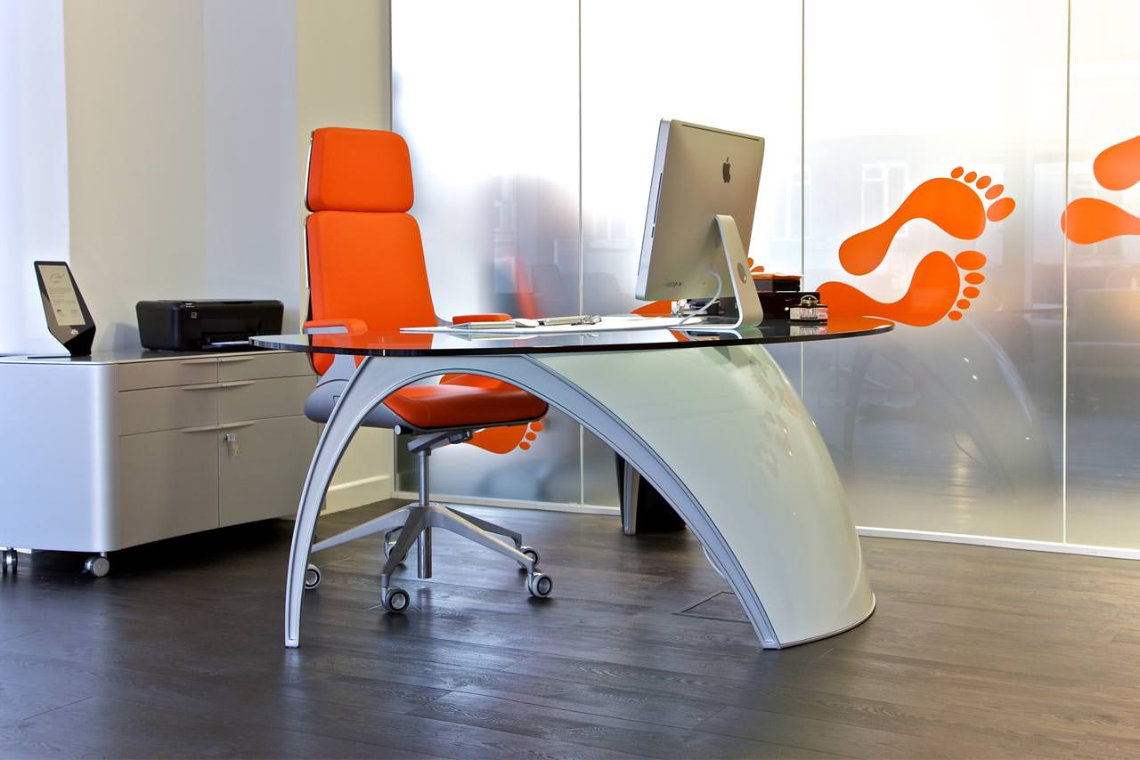 Creative office interiors with the personal touch for Unique office interiors